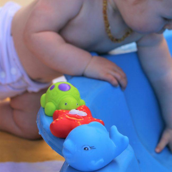 Floating-Friends-Bath-Fun-and-Storage-Set-1